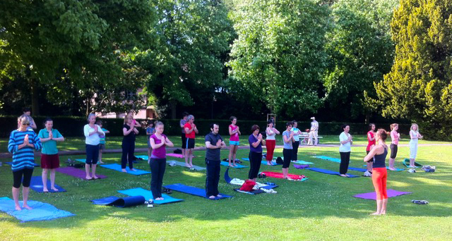 Professeur yoga Valérie AUBERGER positions - Attitude Yoga Strasbourg, Alsace