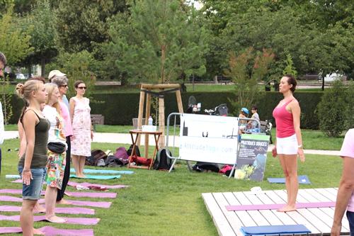 Cours collectif en extérieur - Attitude Yoga Strasbourg, Alsace